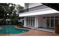 Rumah Besar Ada Kolam Renang Pondok Indah Jakarta Selatan