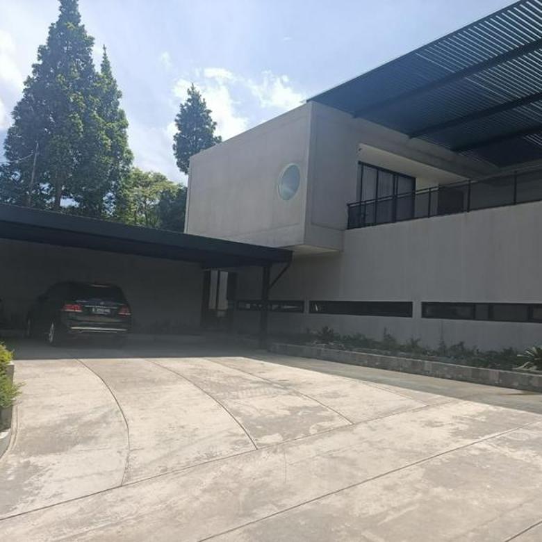 Rumah Padasaluyu Luas dan Mewah Desain Industrial