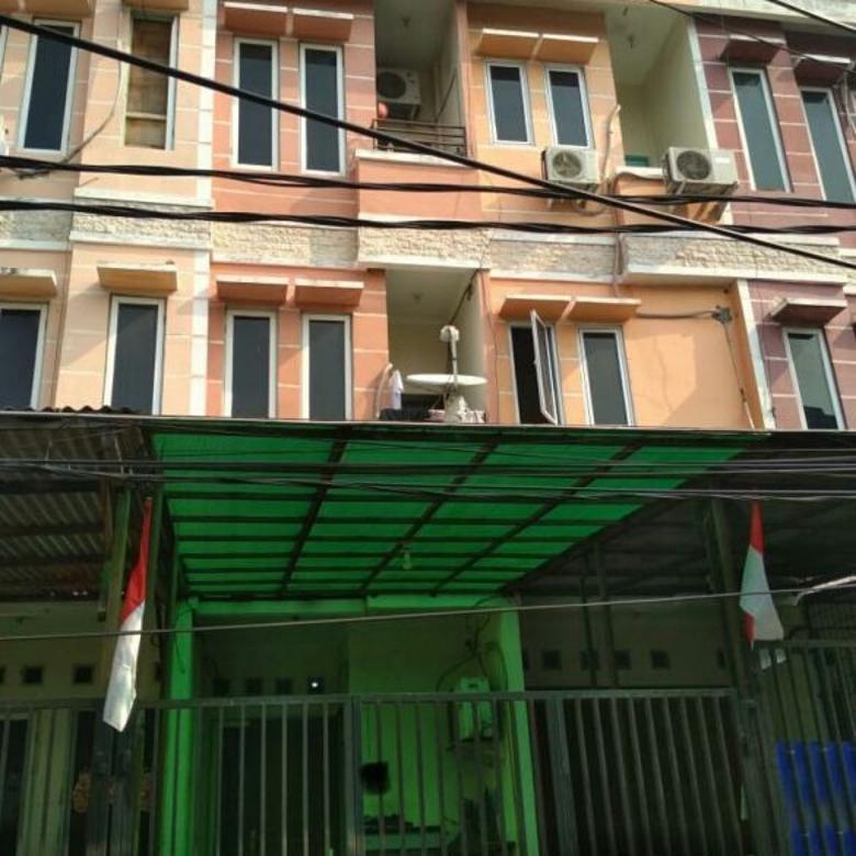 rumah minimalis jalan 2 mobil dalam komplek di jelambar