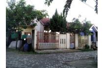 Rumah Hoek Dekat Musholla Daerah Cisauk
