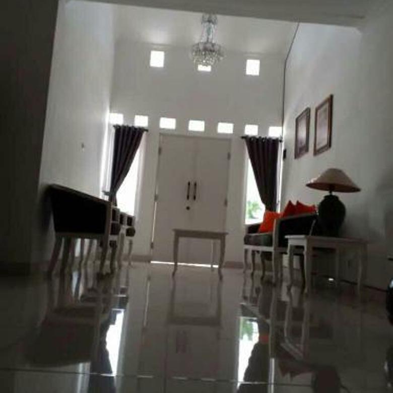 Rumah 2 lantai, cantik, minimalis dan lokasi strategis, siap huni