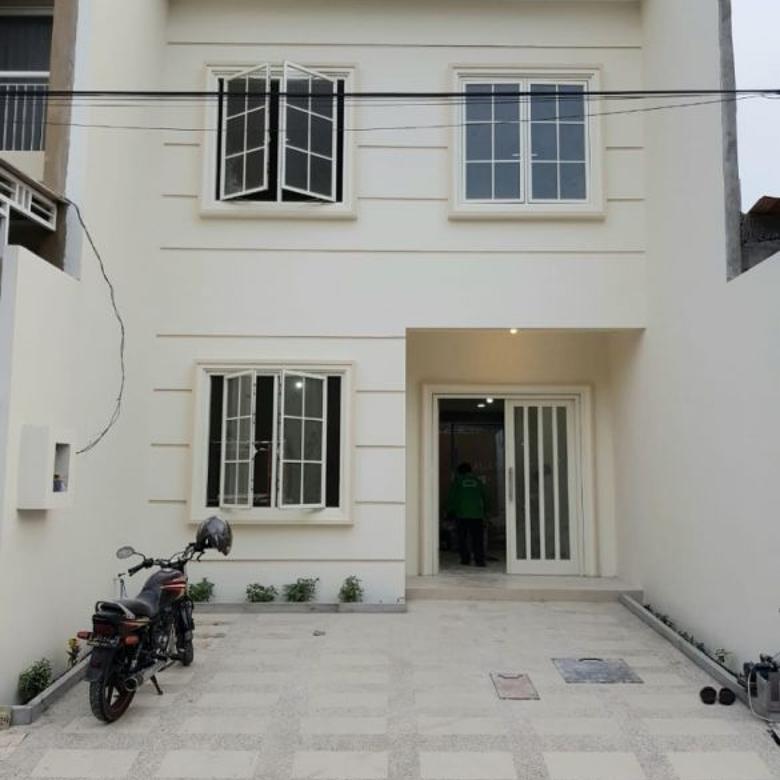 Rumah Baru 2 Lantai Lokasi Ciamik Pantai Mentari Mediterian