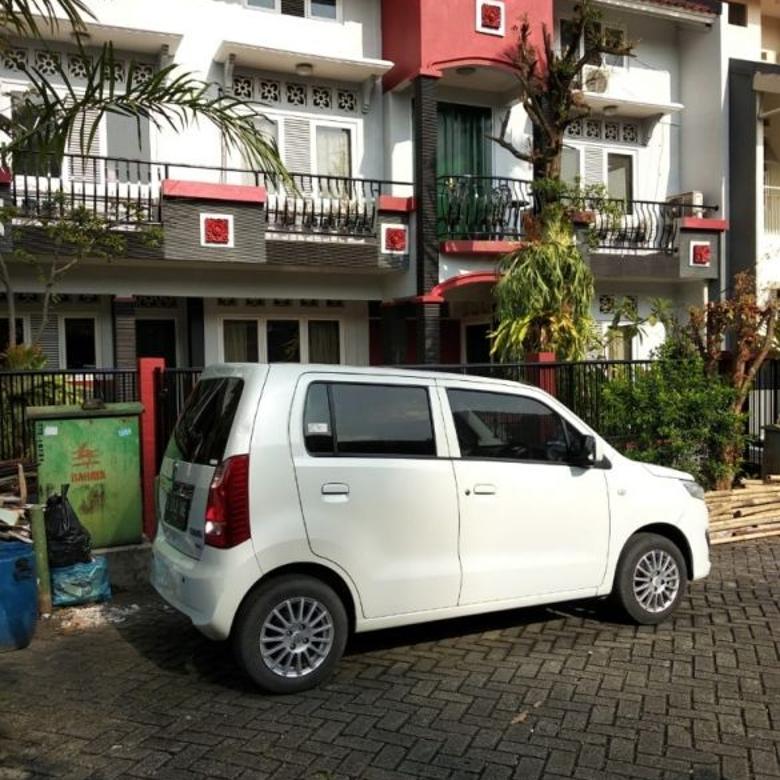 rumag mewah 3 lantai di selat Jakarta