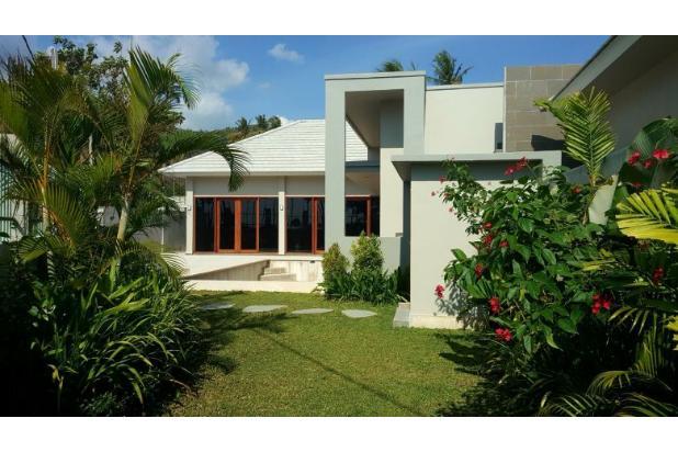 villa baru dan modern lokasi hanya 100 meter dari pantai stangi