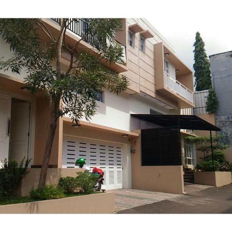 Rumah Dijual di Jalan Benda Atas, Cilandak Timur, JakSel, lokasi strategis