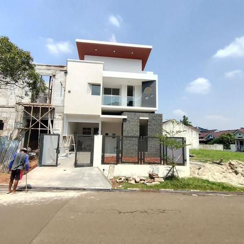 Rumah baru 2 lantai proses finishing layout bagus 4 kamar tidur di Kencana Loka M179