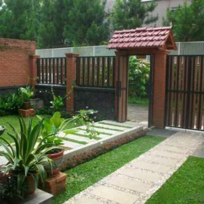Rumah Cantik Asri Dengan Taman Luas Komplek Setiabudi Regency