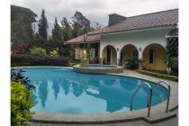 Disewakan Villa 3 Kamar kolam renang pribadi