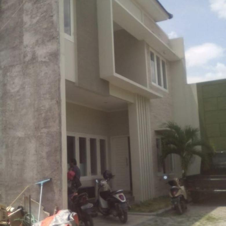 Rumah Tengah Kota  2 Lantai Penumping Solo