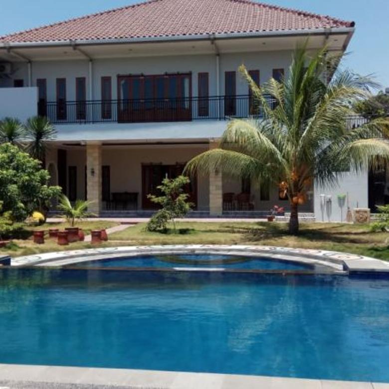 Rumah mewah dengan kolam renang pribadi di kota Mataram
