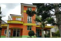Villa 2 lantai di Kota Bunga Puncak. Tanah 300, bangunan 245