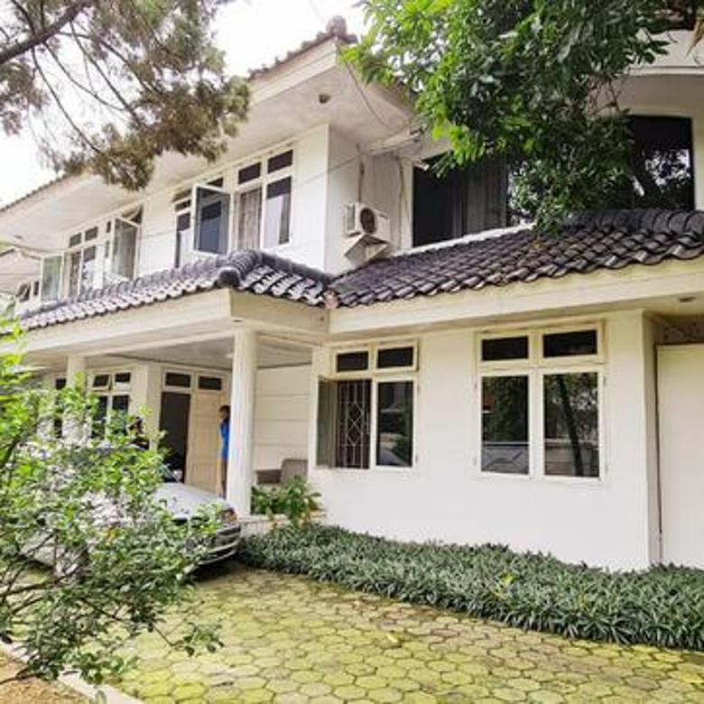 Rumah Bagus Dengan Kolam Renang Di Jl Duta Indah, Pondok Indah
