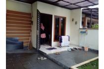 Rumah dekat stasiun. Taman royal. Tangerang
