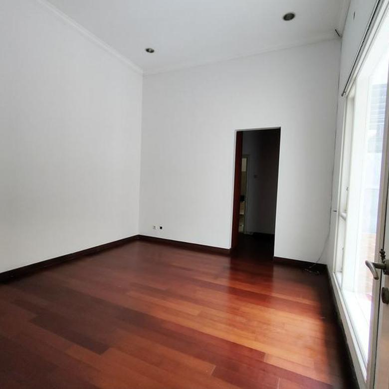Rumah sudah renovasi 2 lantai dekat pintu toll Jorr di Taman Giri Loka-M164