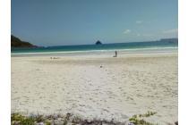 Tanah Pinggir pantai pasir putih di Selong Belanak dekat Kuta