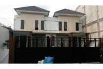 Rumah dket MEER Surabaya Timur Perum IKIP sebelah Purimas DISC besar