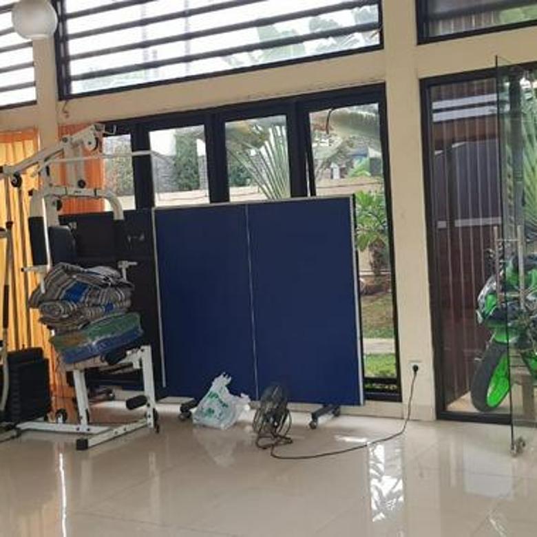 Rumah Mewah Lokasi Pinggir Jalan Raya Tole Iskandar, Gratis Kolam Renang