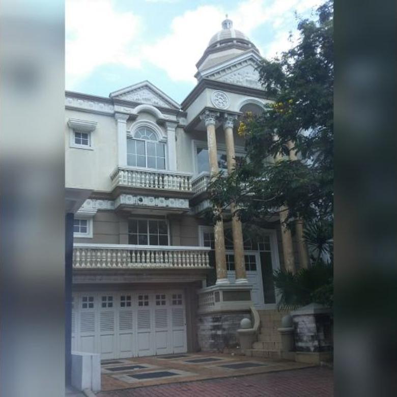 Rumah Garden House Pik 10x25 Murah Model Klasik Terawat