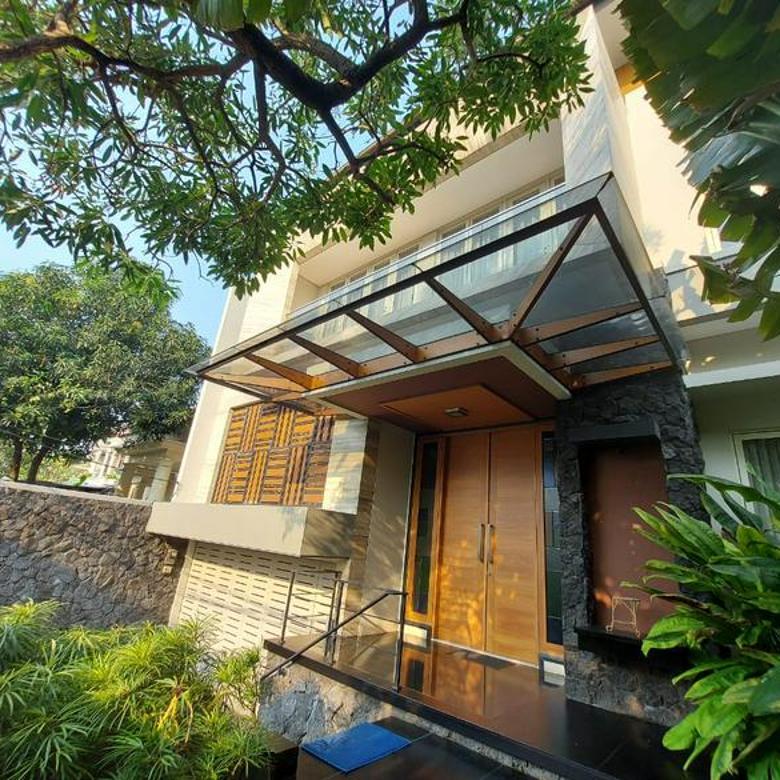 Rumah Mewah Baru Furnished 4 Kamar Tidur di lengkapi Private Lift dan Pool di Pondok Indah Jakarta Selatan