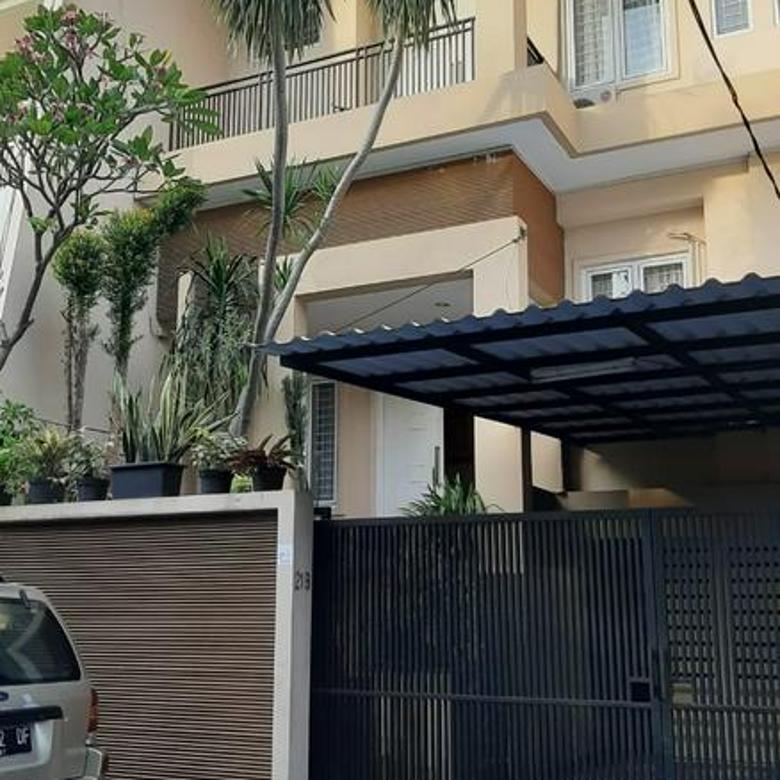 Rumah Siap Huni di kawasan Pondok Indah dekat ke mall