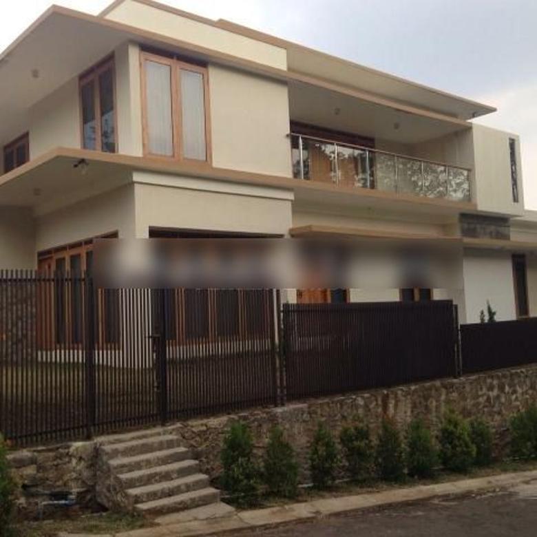 Rumah luxury Semi Furnish 3 Lantai Siap Huni Di Kawasan Elite