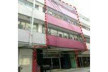 Hot Invest!! Ruko cantik lokasi strategis di Menteng, Jakpus