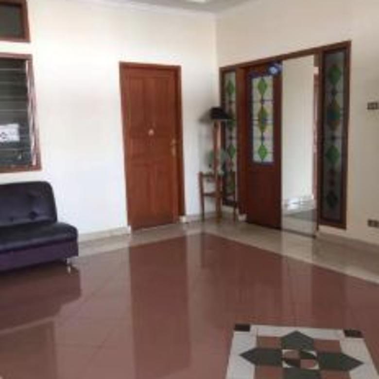 Dijual Rumah Minimalis Modern di Jl. Dr. Djunjunan, Bandung