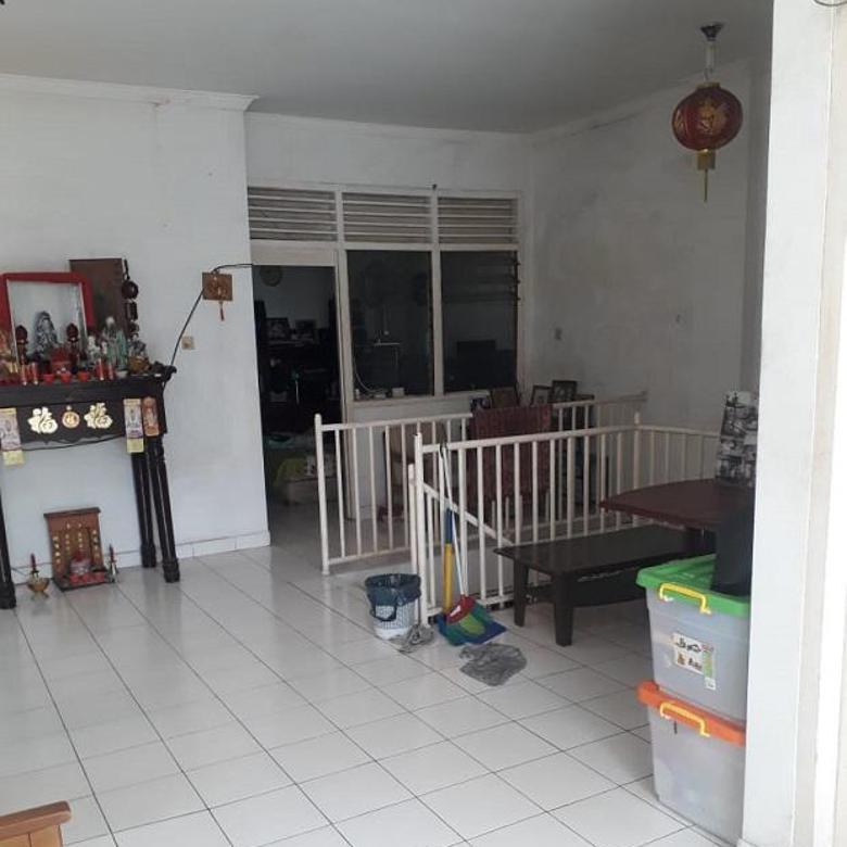 Rumah di Jalan Kelapa Kopyor Barat Kelapa Gading.