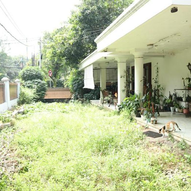 Rumah Lama, Lokasi Bagus Sekali, Cocok untuk Bangun Rumah Mewah di Cipete.