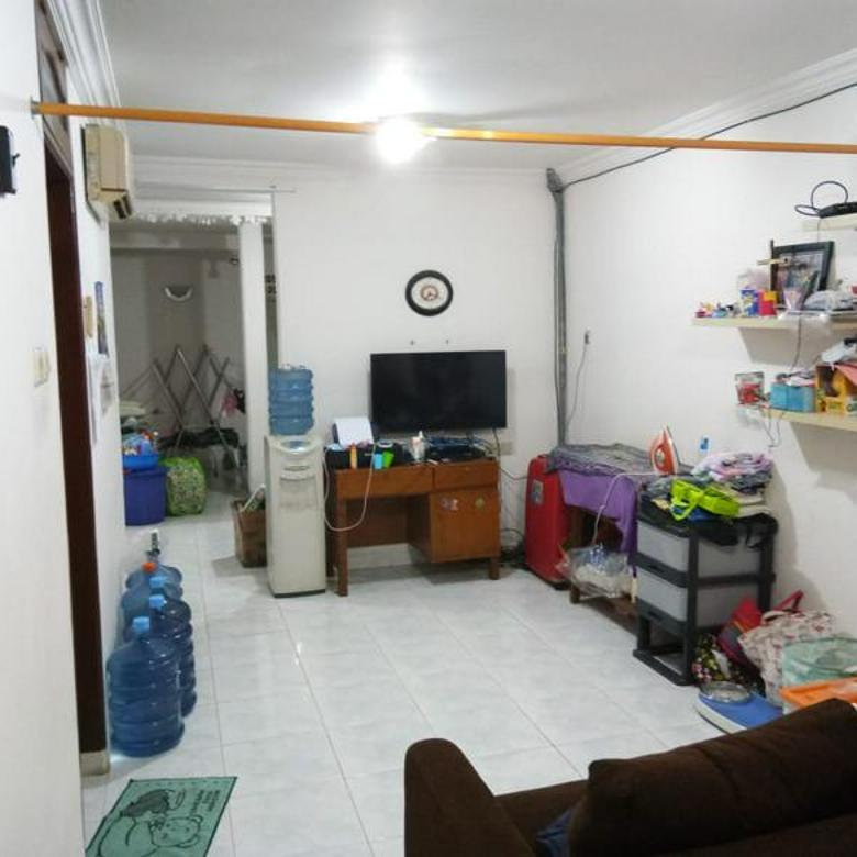 Rumah 1 1/4lt di Kelapa Cengkir Barat, sudah renov, lokasi sangat strategis!