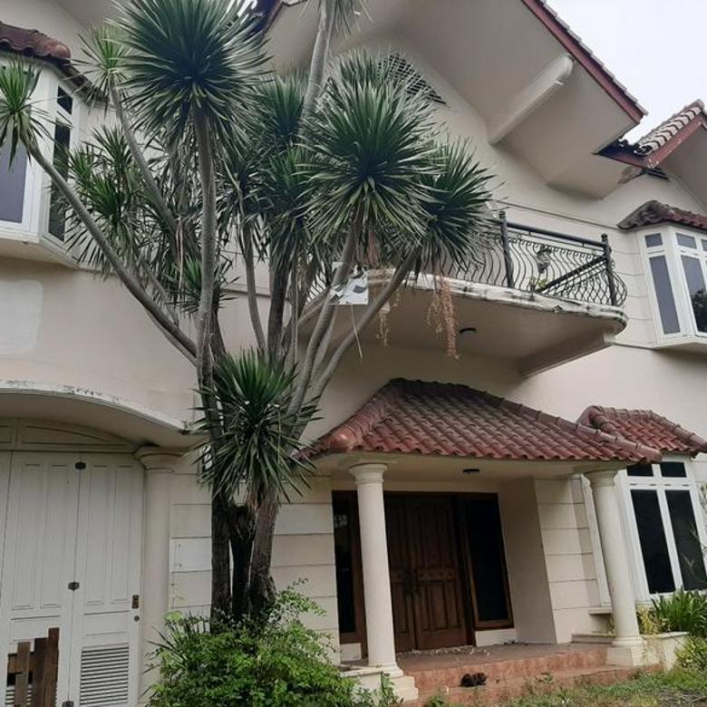 Rumah Besar dan Kokoh Di Kemang Jakarta Selatan