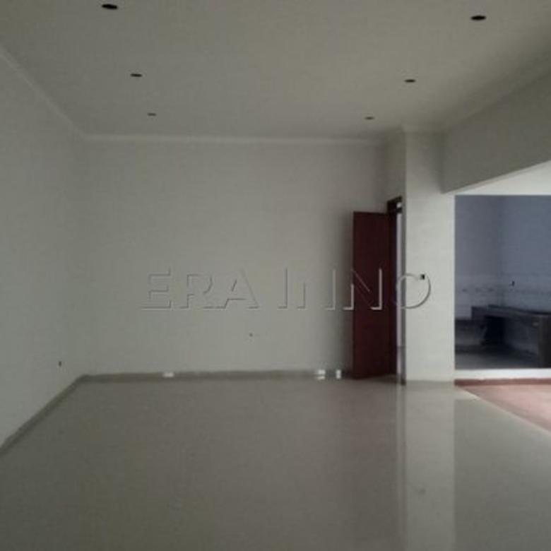 Rumah baru kompleks Mekarwangi, gaya minimalis.