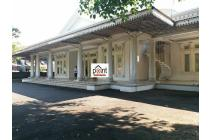 Rumah Mewah Design Istana Megah Barat Solo