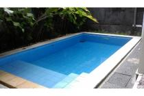 Rumah 3 kamar tidur dengan kolam renang di Jalan Raya Muding, Kerobokan