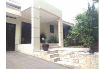 RUMAH TROPICAL RESORT Semi Furnished di Kebayoran Baru 560 m2+KOLAM RENANG
