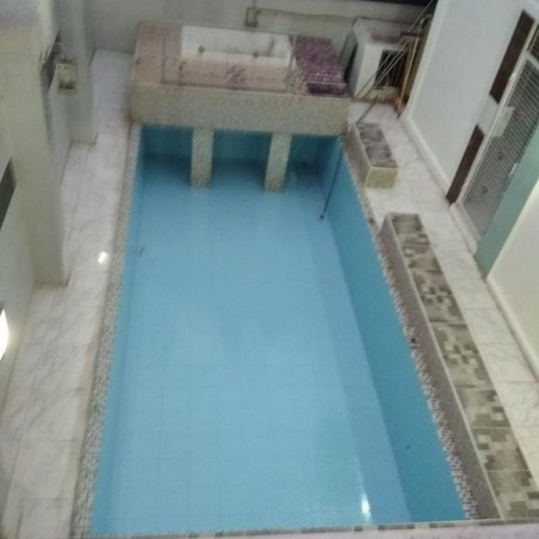 Rumah dengan Kolam Renang Indoor di Jl. Kepodang Raya (CPA 88)