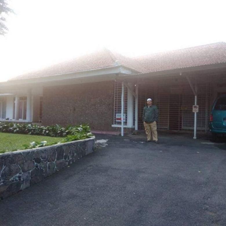 Hunian luas dengan halaman besar di daerah elite Bogor