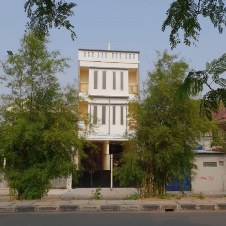 Rumah 3 Lantai di Jl. Zamrud, Kedaung Kali Angke, Cengkareng –Jakarta Barat