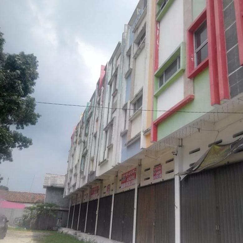 Dijual 9 Ruko plus gudang dan tanah di Jalan Soekarno Hatta