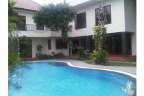 Pasar minggu Rumah di jual ada kolam renang  bagus ..!!