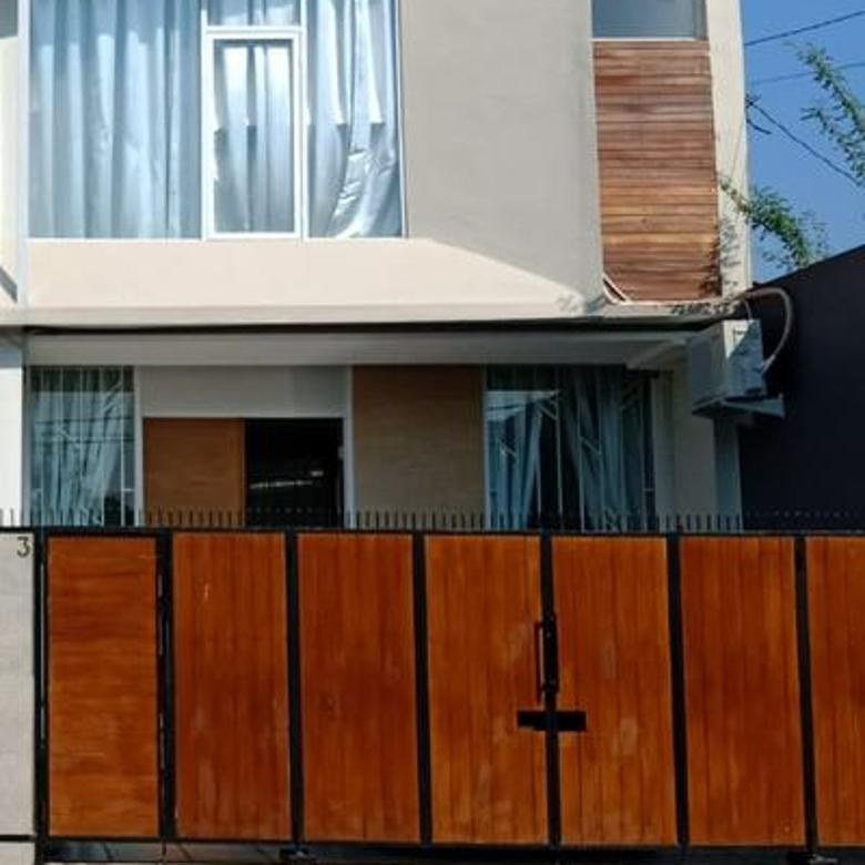 Rumah ada pool di Sriwibowo Raya