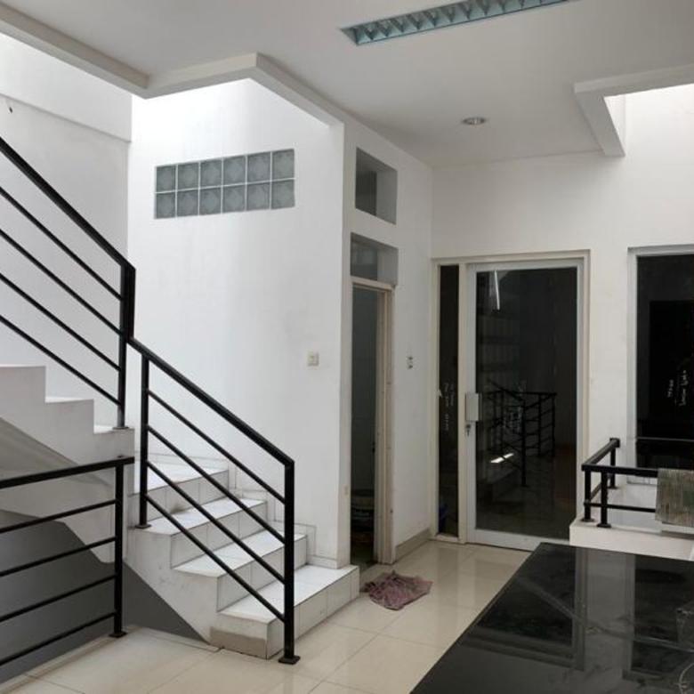 Rumah 3 lantai minimalis area Pluit