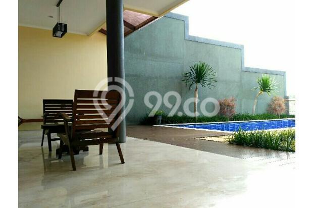 depan kolam renang 16049644