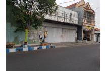 Disewakan Toko atau Ruko di Pinggir Jl Gatot Subroto 72