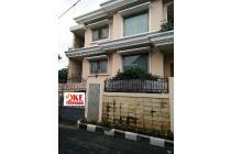 Rumah di Kemanggisan Ilir Jakarta Mewah Siap Huni