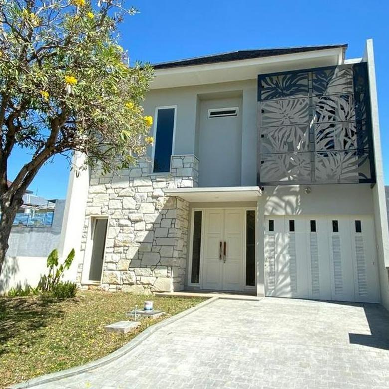 Rumah The Mansion Surabaya Barat Ciamik Design ada Garasi 1 Mobil