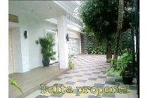 Rumah furnished Lux di Pejaten siaga Jakarta Selatan