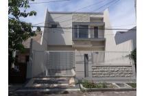 Rumah gress minimalis (2 unit) ada taman di Kutisari Indah Utara, Surabaya