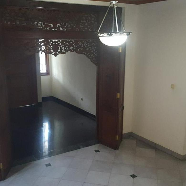 Rumah Mewah Asri di Pondok Indah