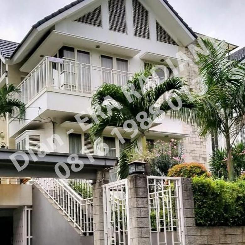 Rumah cantik dalam cluster di Cilandak